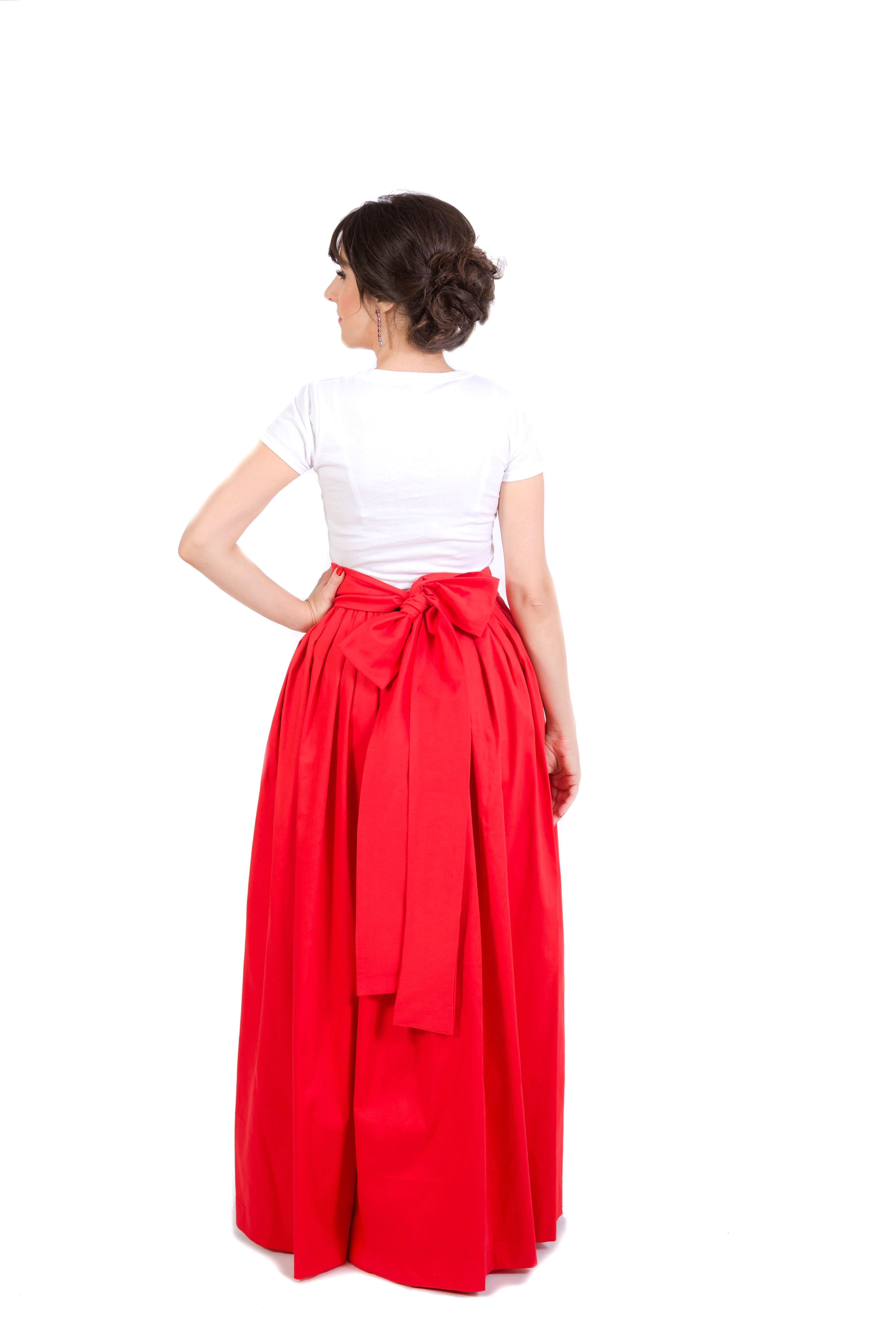 The energy of a long skirt. This is true, in my experience, women who love to walk in skirts, give birth easier 17